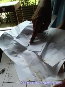 ada potongan ekor binatang dan kertasnya kotor