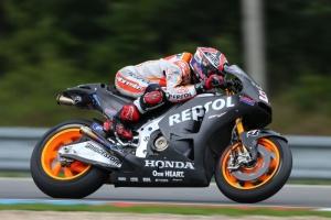 Marquez mengetes motor 2015 (crash.net)