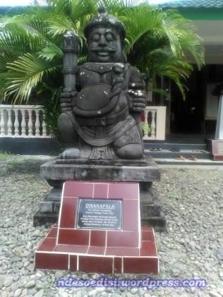 patung Dwarapala