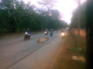 ruas jalan ke arah kawasan