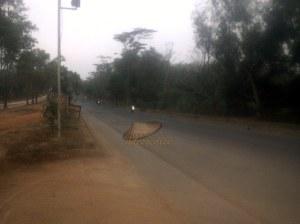 ruas jalan kearah gerbang kawasan