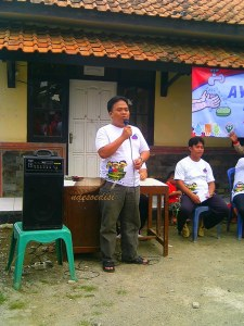Bp. Fuad Zein Kepala Desa Karangmukti memberikan sambutan