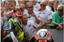 Valentino Rossi photobombs the Repsol Honda victory celebration, Malaysian MotoGP