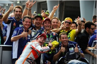 ... So Marc Marquez does the same to Rossi and Movistar Yamaha