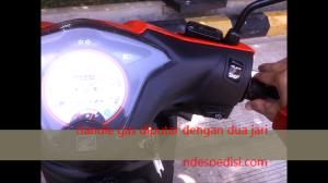Handle gas diputar dengan 2 jari