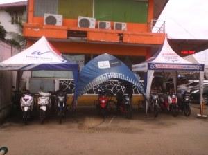 Yang tengah adalah stand Suzuki R2