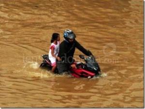 Pulsar menerjang banjir