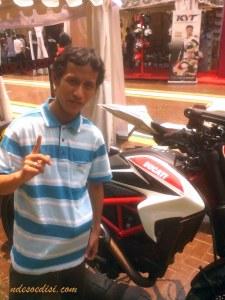 mejeng dulu sama Ducati :-)