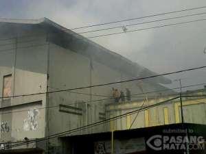 foto setelah pemadam kebakaran datang (pasang mata.com)