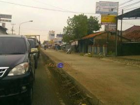 ruas jalan di Pasar Ketanggungan sudah selesai dicor sebagian