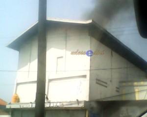 Kebakaran gudang sembako di Cikampek