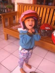Kata Mang Jejen Macantua, Helm dewasa kok kualitasnya mirip helm anak-anak, malu dong :lol: