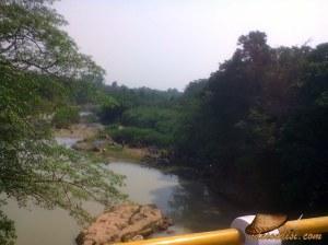 Para Peserta Trail Adventure beraksi di Sungai Cilamaya