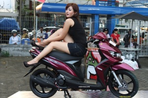 wanita & metik Yamaha