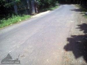 kondisi jalan bergelombang & banyak tambalan