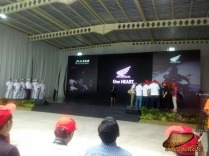 line-off-ceremony-cbr250rr-2016-10