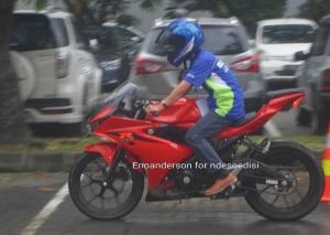 rider imut naik GSX-R 150