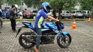 rider imut naik GSX-S 150