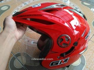 GM Imprezza merah