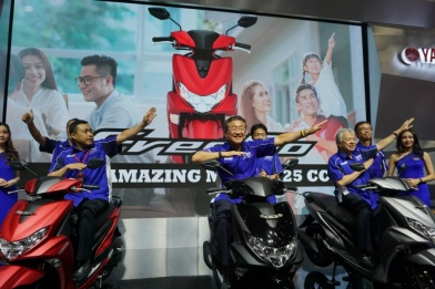 Management PT Yamaha Indonesia Motor Manufacturing (YIMM) saat launching FreeGO di event IMOS 2018(1)